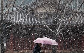 『눈이 오다:ヌ二 オダ』(雪が降る)