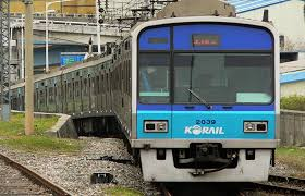 '電車に乗る'は韓国語で何?〇〇을/를 타다の使い方を例文で解説